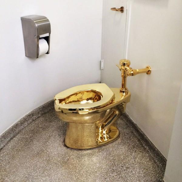 18k Golden Toilet at Guggenheim