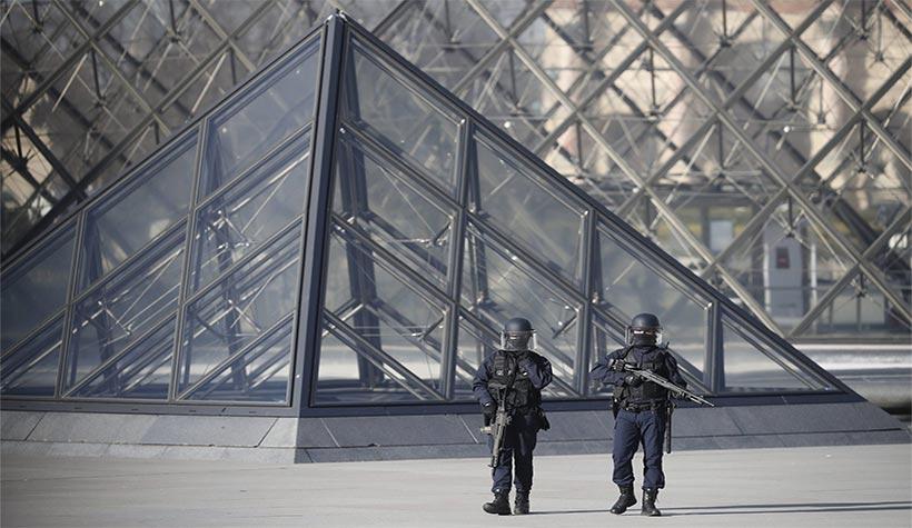 terrorist-attack-at-louve-museum-paris-france