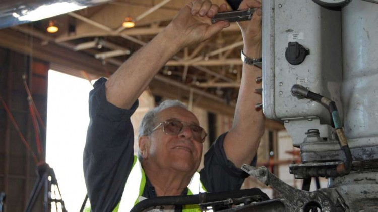 75 Years on the Job American Airlines Mechanic Still Shows Up Early to Work